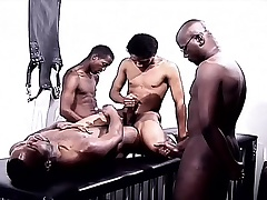 Black gays in a foursome of pleasure eating cock and drilling ass